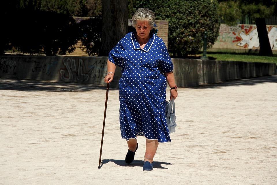 elderly-woman-5218621_960_720