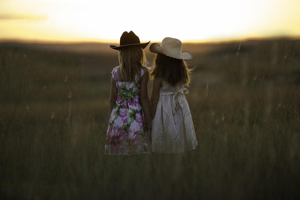 sisters-931151_960_720